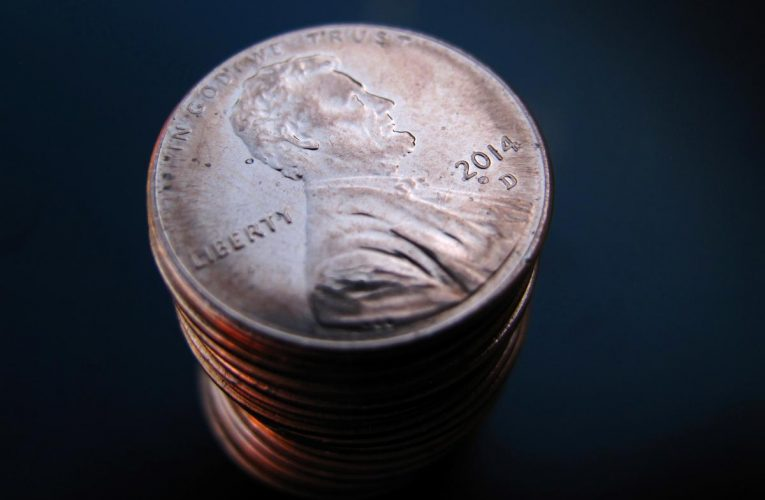 Americans face new coranavirus challenge: a shortage of coins