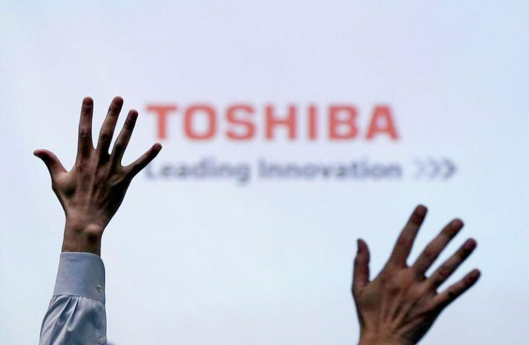 Toshiba to gradually sell stake in Kioxia after ex-chip unit's IPO: sources