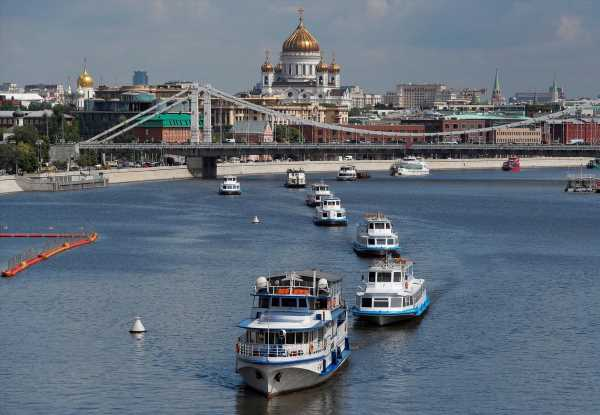 Russians throng river cruises as Moscow lockdown eases ahead of vote