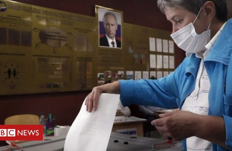 Putin strongly backed in reform vote, results say