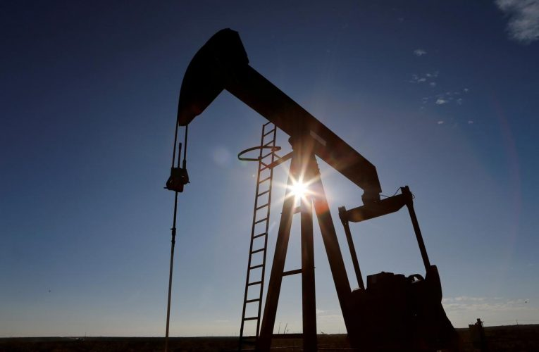 Oil prices back on the rise on U.S. stimulus hopes, Iraq output cut