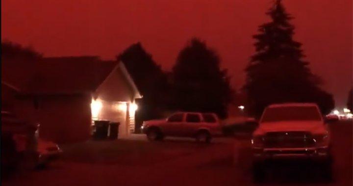 'Oregon looks like Mars': Wildfire photos show apocalyptic red skies