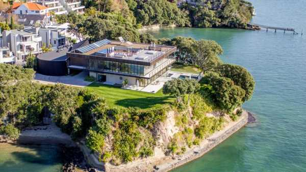 Auckland house prices: Herne Bay poised to crack $3 million mark, house values climb $1800 a day