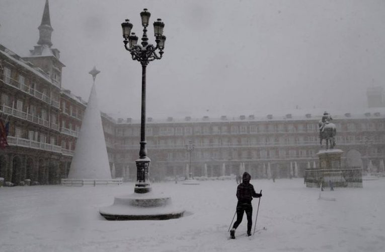 Spain snow blizzard kills 4, brings much of city to a standstill