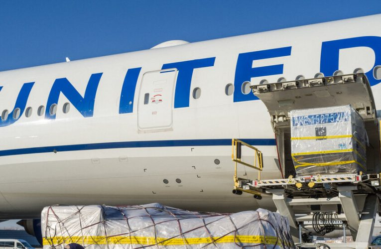 United Airlines lost $7 billion in 2020 as the pandemic crushed the travel business.
