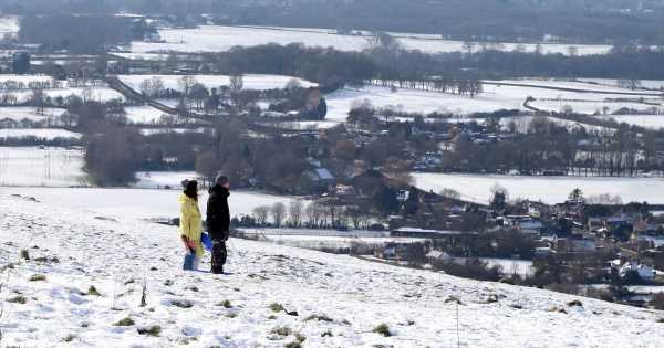 Weather to take an icy plunge with 'snow showers' amid -3C polar warning