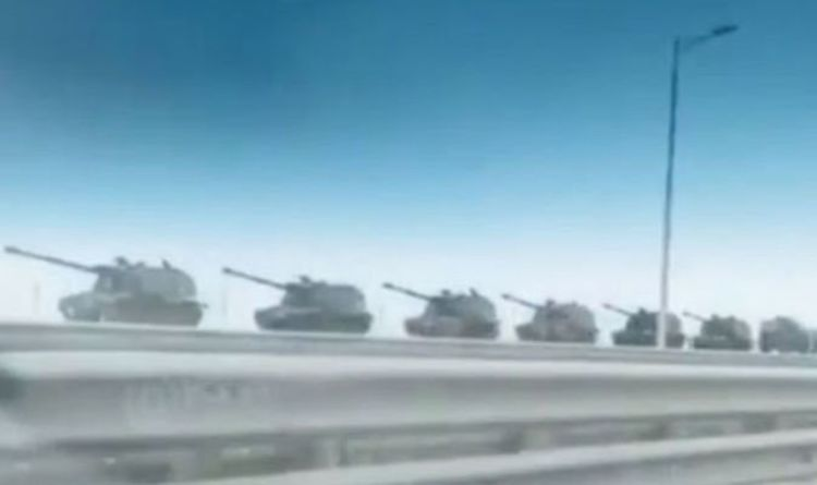 Russia moves tanks to the border: Terrifying video shows Putin deploy military might