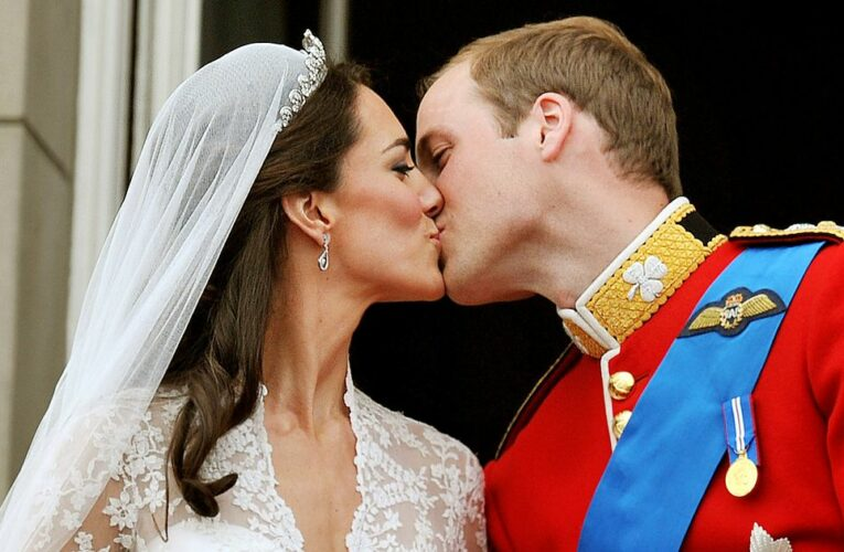 William and Kate's wedding cake was so big that Palace door had to be removed