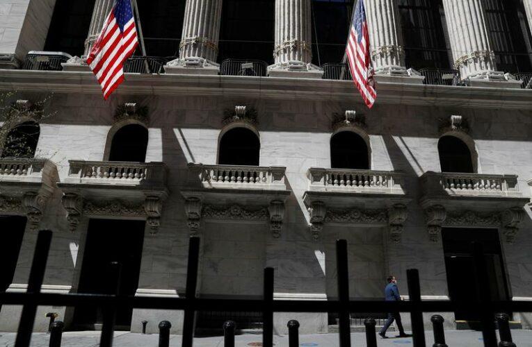 Wall Street kicks off month on strong footing, growth stocks lag