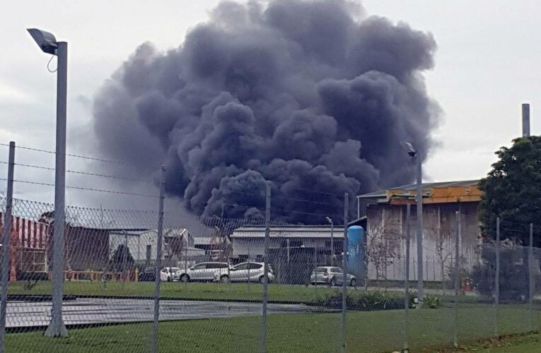 Scrap yard on fire in Papakura, Auckland: Multiple cars on fire
