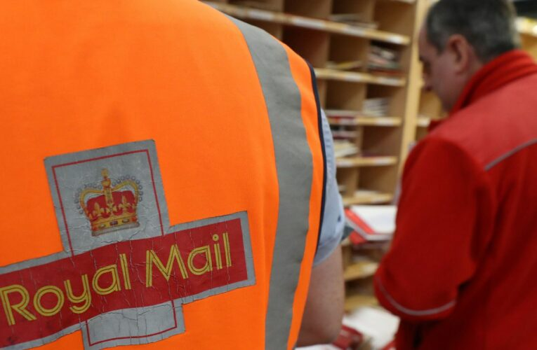 Royal Mail launches drive to take on 20,000 seasonal workers – but recruiters across UK face battle